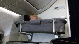 Bassinet - Babys Schlafplatz mit Aussicht im Flugzeug