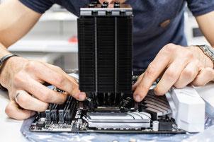Installation eines Prozessorkühlers auf dem Mainboard