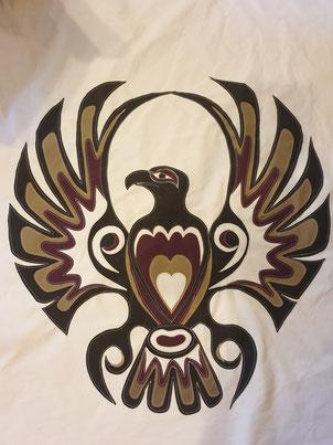 Porte de tipi avec aigle réalisé en toile appliquée.