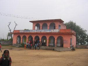 ムラター小学校。高校も併設されているため、進学したい子は隣村の中学まで通っている。