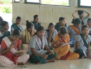 救出された女性達。保護施設で精神的ケア、職業訓練を受けて社会復帰の道を探ります。救出には団体の資金援助が入りやすいのですが、社会復帰にかかる費用にはなかなか寄付が集まらないのが現状のようです。