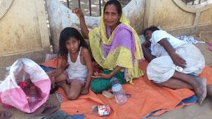 バングラデッシュ 路上暮らしの家族