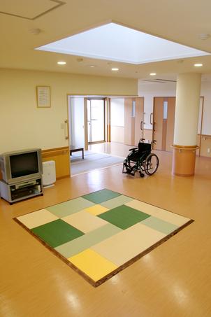介護施設、デイサービス プレイルーム 置きたたみ 事例