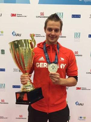 Tiede mit der Silbermedaille und dem EM-Pokal
