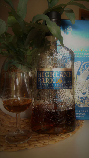 Highland Park Wings of the Eagle 16 Jahre Flasche und Glas