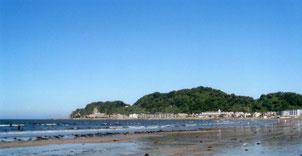 鎌倉の由比ガ浜。紀伊半島沖から黒潮に乗ると、早ければ30時間ほどで由比ガ浜に到着します。