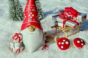 Wichtel mit Geschenken