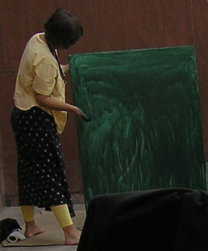 Eva painting at Fine Arts Museum i Chandigarh, India with TellusArt 2010
