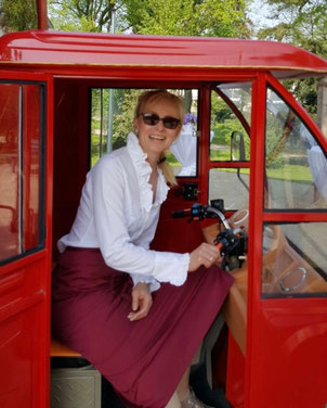 Barbara Kempen im Schampusmobil