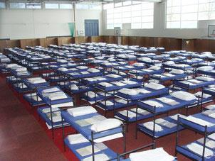 Gemütlich ist etwas anderes: Betten für maximal 280 Menschen - Foto: Landratsamt München