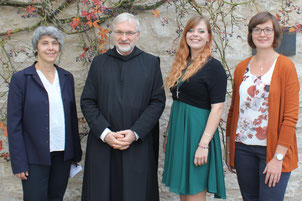 Bild: Bischof Gregor Maria Hanke mit den pastoralen Mitarbeiterinnen: (von links): Karin Hähnlein, Dorothee Sowada und Claudia Kühnlein. Foto: Bernhard Löhlein.