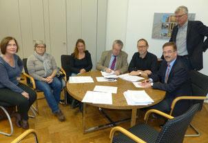 Bringen ein gemeinsames Projekt auf den Weg: v.l. Marlies Polkowski (Jobcenter), Monika Weisbecker, Susanne Bohn-Wolfram (Internationaler Bund), Heinrich Arndt (Caritas), Matthias Rau (Diakonie), Peter Matzke (Koordinationsbüro Jugend und Soziales), Bürge