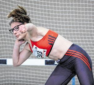 11,96 Meter mit der Drei-Kilogramm-Kugel: Lea Emelie Dickel von der LG Wittgenstein bei den Westfälischen U18-Hallenmeisterschaften in Dortmund. (WP-Foto: Tom Finke)