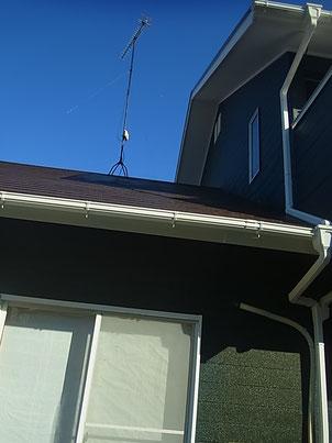 雲一つない青空と熊本T様家の南面外壁と屋根の塗装完成状況。アンテナもバッチリ!