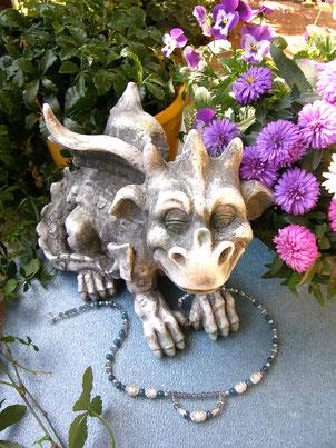 Von Herz und Hand, handgemachter romantischer Schmuck mit Steinen und Silber von Brigitte Helbig in Stegen
