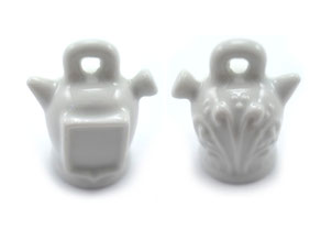 Dedal de porcelana, botijo blanco con escudo.