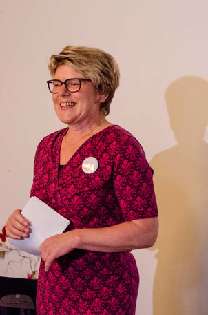 Edith Roebers; Service Experts; Wortwechsel in violett