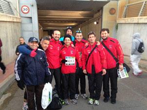 Atletas de Lucena, en los momentos previos a la salida. MÁS FOTOS