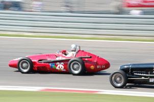 Historischer Rennsport hautnah und absolut erschwinglich, das bietet zum Beispiel der AvD OGP am Nürburgring.