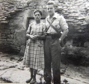 Mon père, résistant, et sa maman (ma grand-mère) 21 août 1944 - Après la bataille du Mont Mouchet