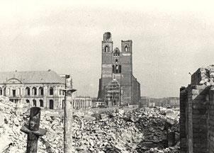 15 Kirchen und 90% der Altstadt wurden durch Bomben zerstört