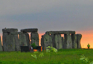 der Steinkreis von Stonehenge wird auch in der Nacht bewacht