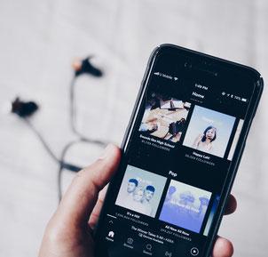 Spotify Playlist erstellen Teenager gute Laune Geburtstag Erlebnisse Events für Teenager Berlin Köln München Hamburg