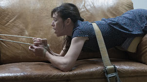 Charlotte Gainsbourg est très attachée à son canapé en cuir (©Christian Geisnaes/Films du Losange)