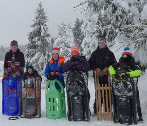 5 Messdiener und 1 Betreuer machten sich auf den Weg ins Verschneite Winterberg zum Schlittenfahren © Bild: Björn Merker