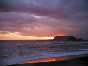 不思議な光に包まれることもある江ノ島