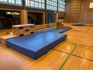 Sporthalle mit Sportgeräten für Kinderturnen in Düsseldorf Stadtmitte