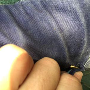 金色のが小ハゼ これを足の太さに合わせて黒い部分に引っ掛けていきます