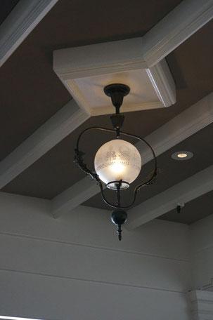 灯具も一つ一つ美しい このデザインはいいですねえ