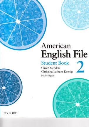 中級(下)Upper Middle. Level 2 この教材を通しアメリカ英語とイギリス英語の違いも説明します。 絵は写真もあり、よく使われるフレーズを文法、リスニングを通しながら学べます