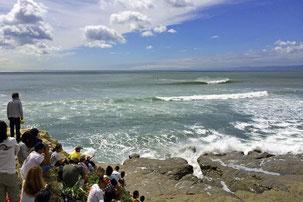 伝説のサーフィン大会「稲村クラシック」の様子