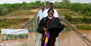 Ponte sospeso sul fiume Galana nel villaggio di Bombi