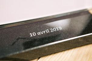 IQONIQ, plaque funéraire personnalisée moderne