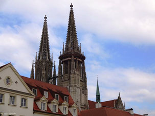 105m hohe Türme von St. Peter, Regensburg