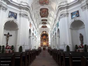 Innenraum des Neumünsters, barockisiert durch die Gebrüder Zimmermann