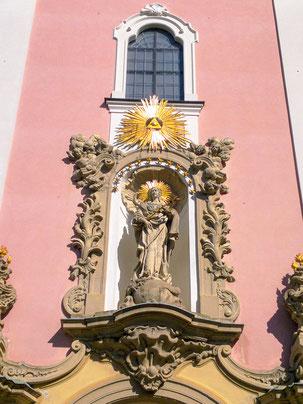 Barockes Eingangsportal:  Maria, Königin und Siegerin, Aldersbach