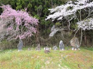 花泉 大森集落 道路改良の際に各所に点在していた神様(山の神や三峯山の石碑等)を集約。