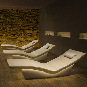 Liege-Keramik-modern-beheizt-Lounger-TWO-SPA-PeterKeramik