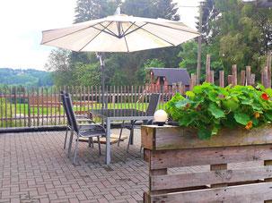 eigene Terrasse mit Grill ist incl.