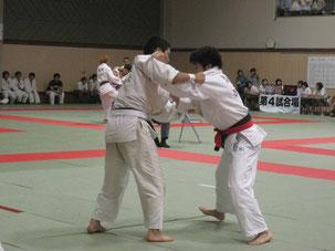 左、京府医 生田選手 右、徳大 丸川選手