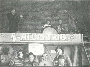 1963 - Pause während des Wagenbaus mit Unterstützung des ATOM-TRIO