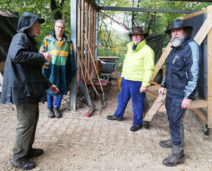 Vier Bogenschützen in Esslingen beim Fachsimpeln