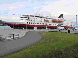 """Die """"Nordkapp"""" von der Hurtigruten"""