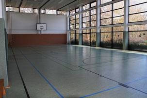In Nebengebäuden stehen neben einer Sporthalle