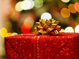 de nombreuses idées cadeaux pour les fêtes de fin d'années pour être certain de faire plaisir, de surprendre. Cadeaux à personnaliser, de qualité, en direct des artisans et entreprises, sans intermédiaire.
