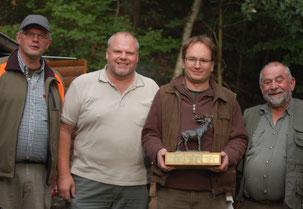 Die Vertreter der Hegegemeinschaft Spangenberg endlich einmal wieder mit dem Pokal!
